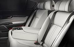 2017 Kia K900 Rear Armrest Controls