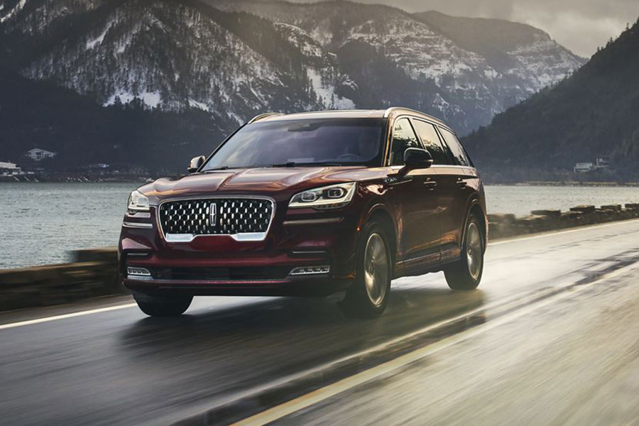 2020 Lincoln Aviator on the Road