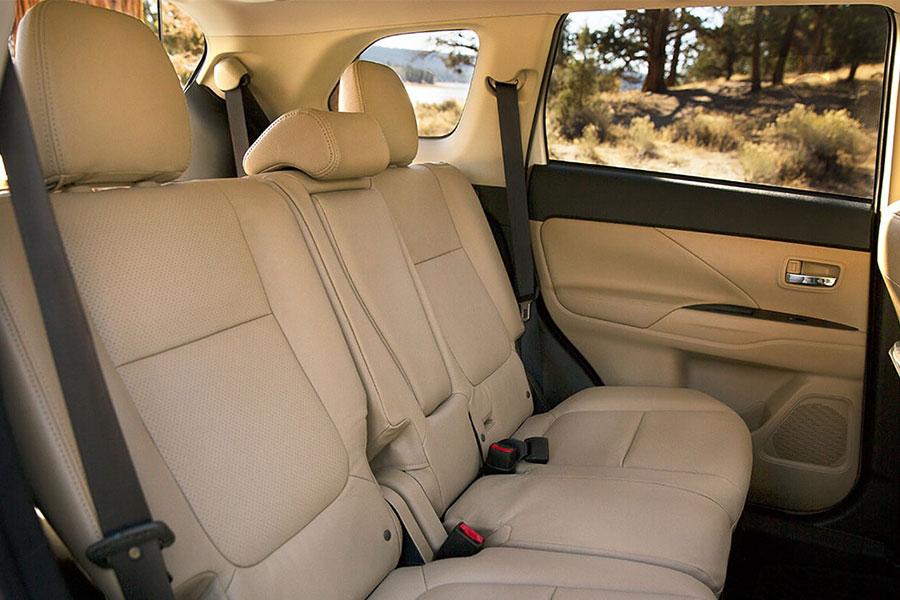 2018 Mitsubishi Outlander Interior
