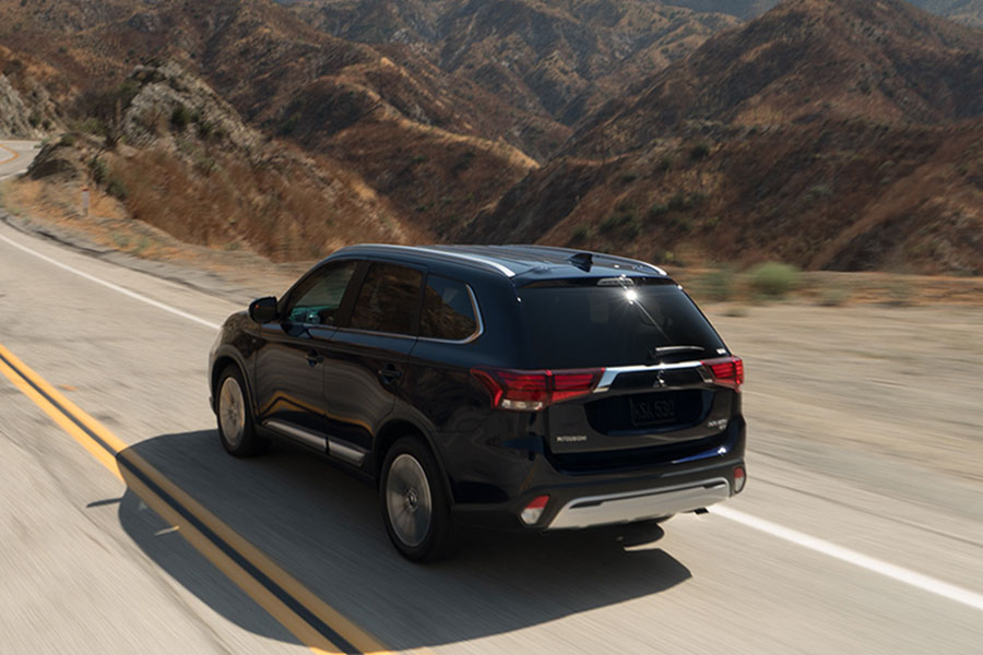 2019 Mitsubishi Outlander on the Road
