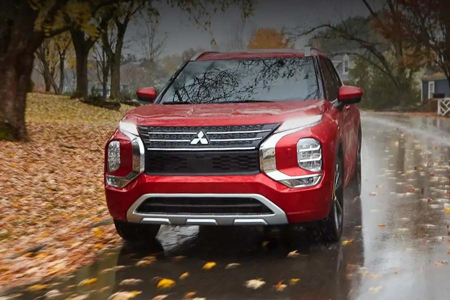 2022 Mitsubishi Outlander on the Road