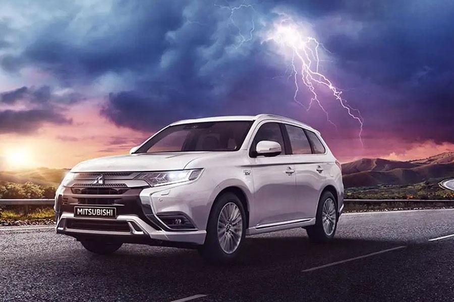 2020 Mitsubishi Outlander PHEV on the Road
