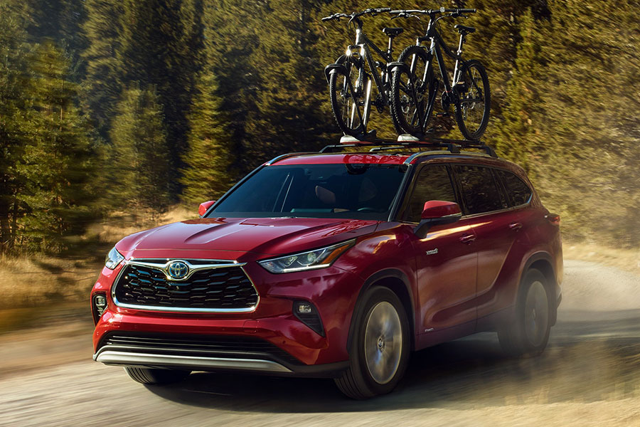 2020 Toyota Highlander on the Road