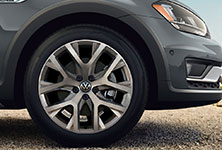 2017 Volkswagen Golf Alltrack 18-inch Alloy Wheels