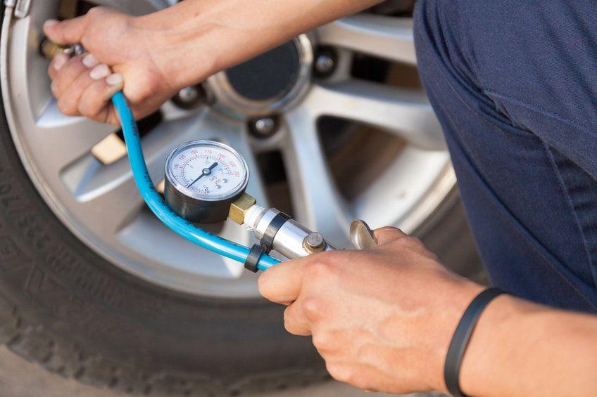 vérifier la pression des pneus auto
