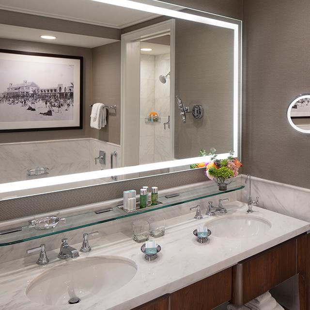 Atlantic Guest Room with Oceanfront View Double Bathroom