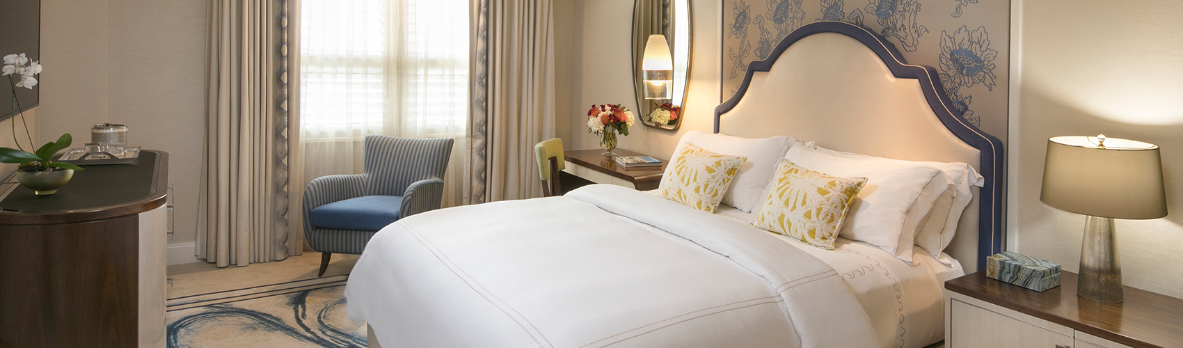 Deluxe Guest Room with Resort View and King Bed