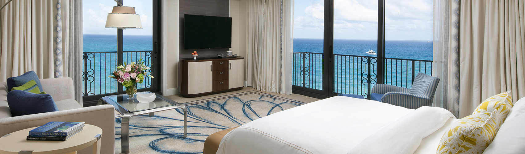 Atlantic Junior Suite with Oceanfront View Living Room