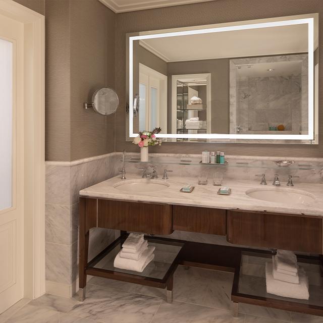 Deluxe Guest Room Resort View Bathroom - Double