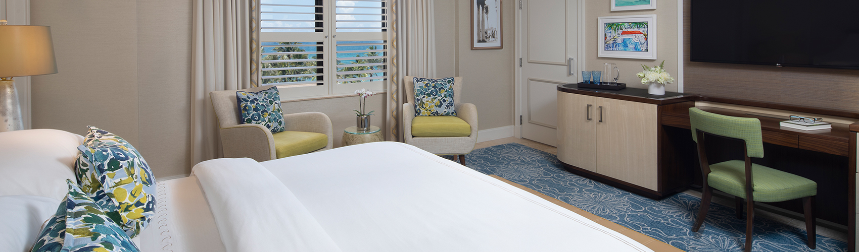 Deluxe Guest Room with Partial Ocean View and King Bed