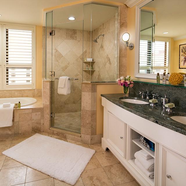 Deluxe Suite with Resort View Bathroom
