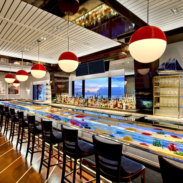 Seafood Bar Aquarium Bar