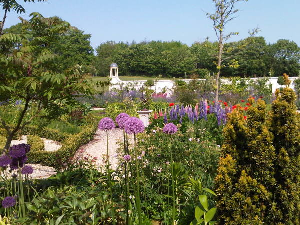 Large country garden