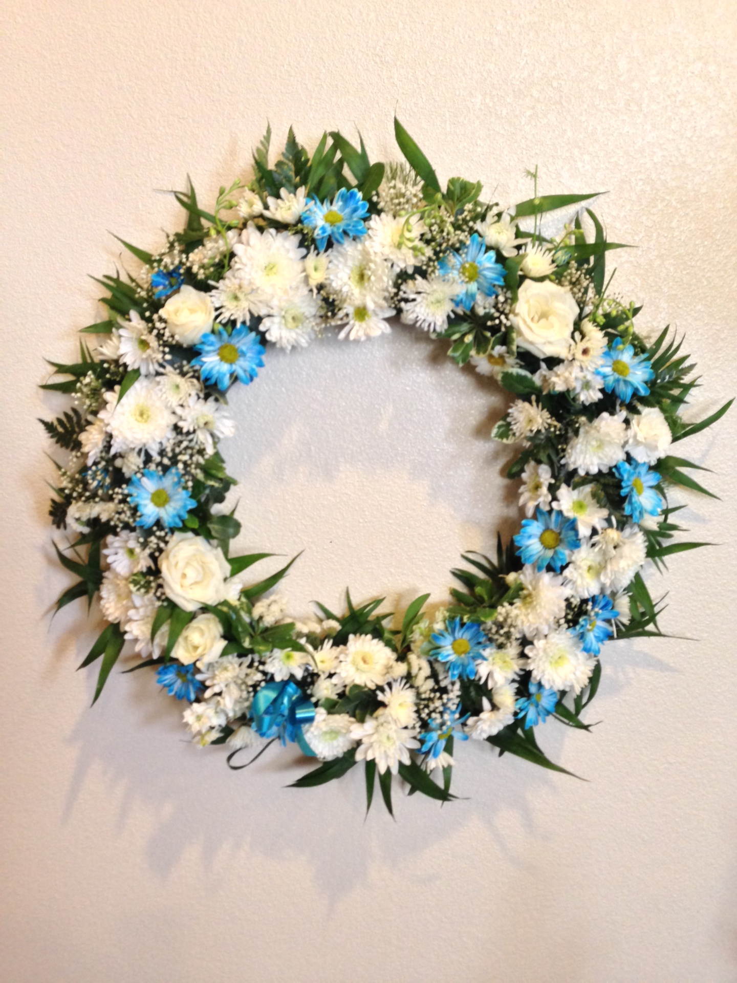 W-7 White Blue Wreath
