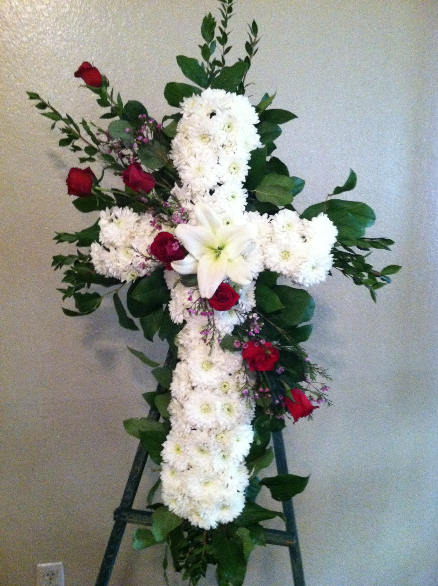 S-4 White Cross with Red Roses