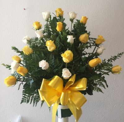 Basket white/yellow roses