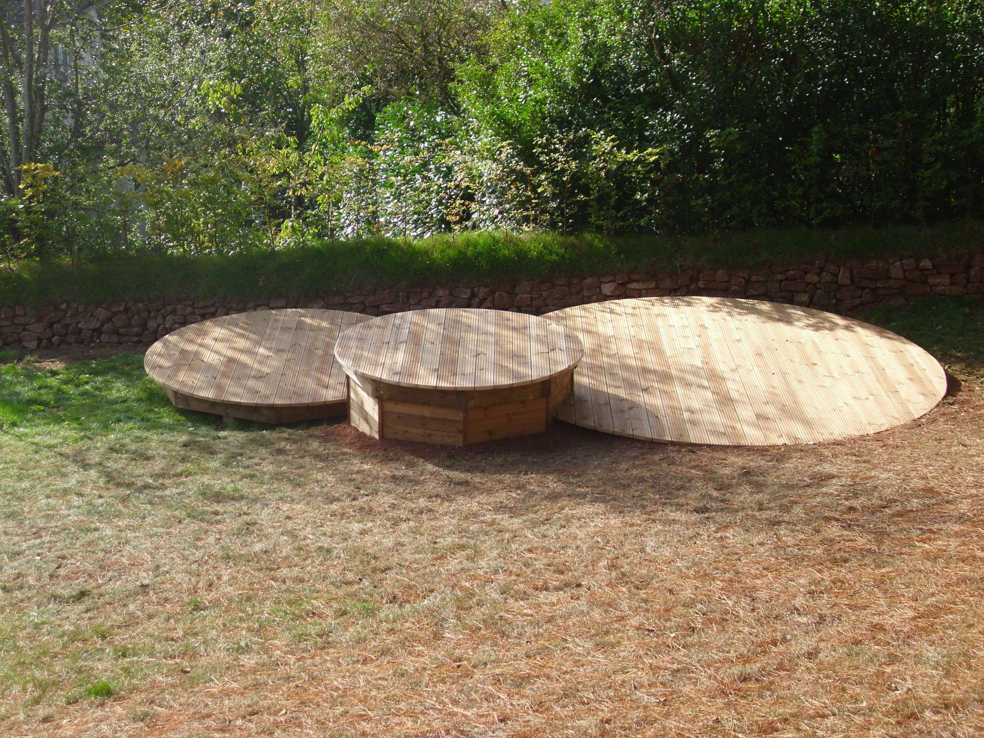 Round shaped decking