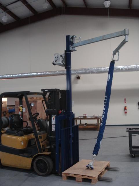 Articulating Jib Crane With Vacuum Manipulator