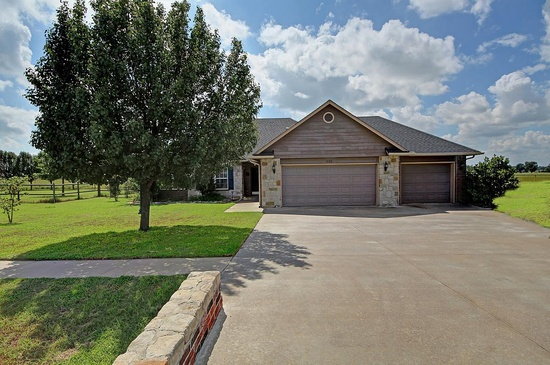 1120 W. Evergreen St. - Skiatook, OK