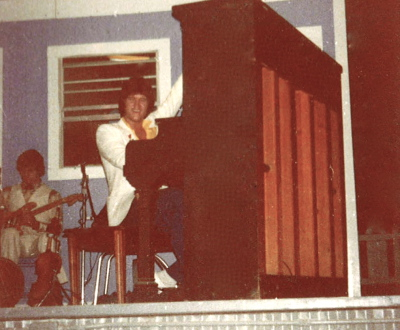 1978 -One-handed piano with The Telestials