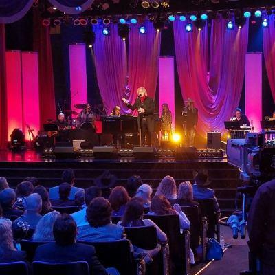 Chris Golden performing at the ICMA Award Show