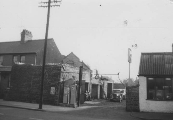 Ted Amey's Garage, Wellingborough Road (c1950/60)