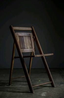Asteptandu-l pe Godot: despre un copac, un scaun si tentatia puterii