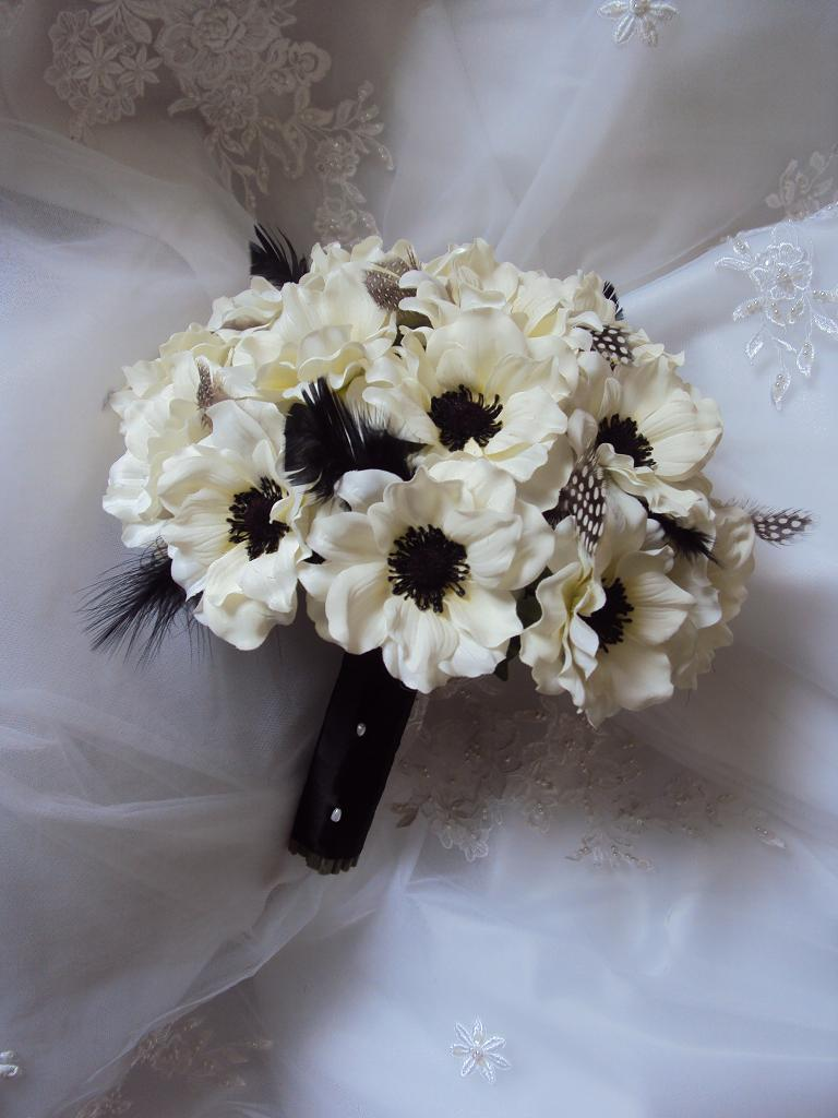 Black and white bouquet, Silk Wedding Bouquets, Natural Touch wedding Flowers, Silk wedding flowers, real touch wedding flowers, silk wedding flowers in Canada and USA, beach wedding bouquets, destination wedding flowers