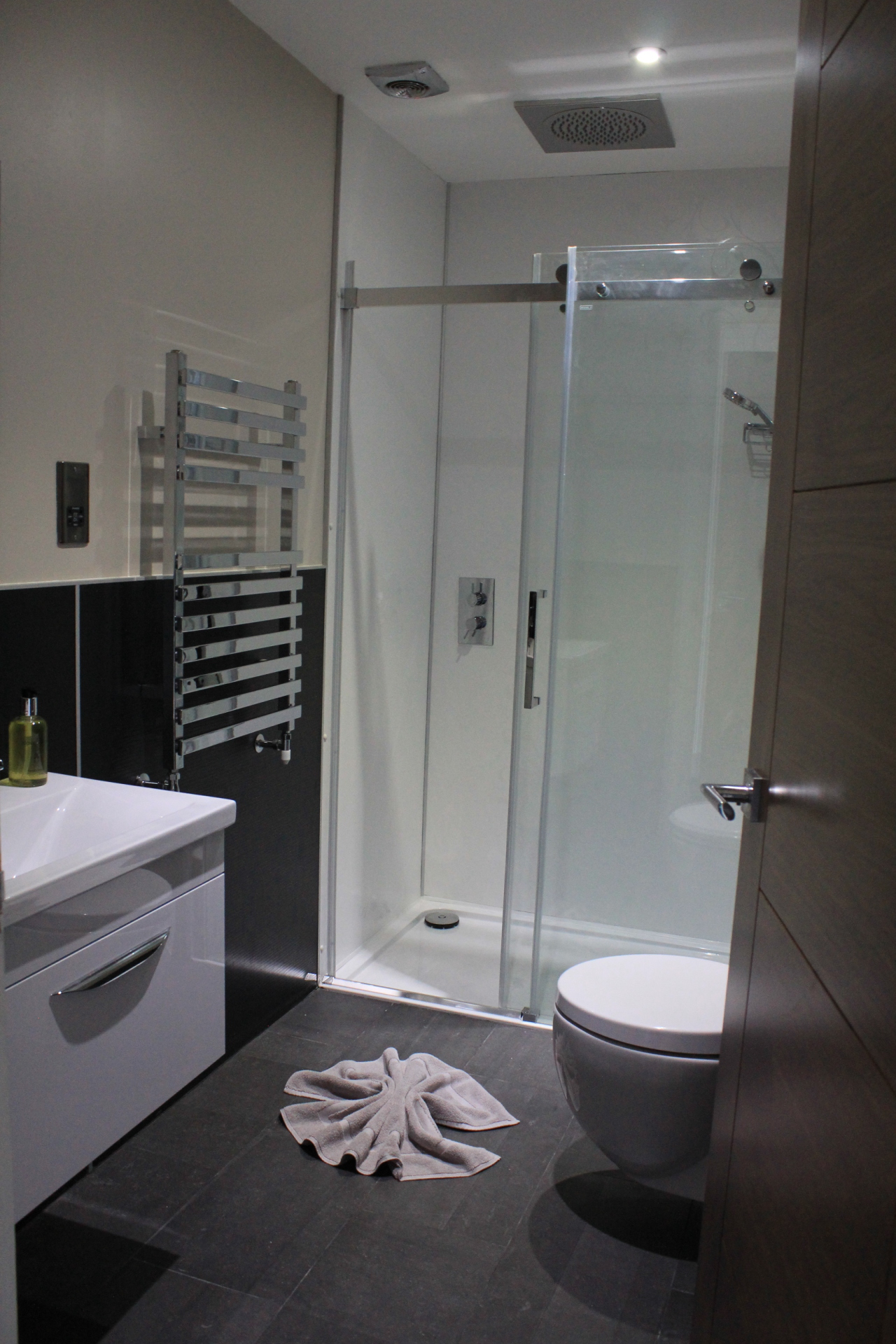 Western Guest House Ensuite Shower Room