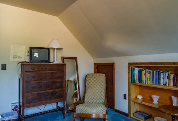 The meadow room has a nice view overlooking 60 acres of peaceful country meadows, woods, gullies, and streams.