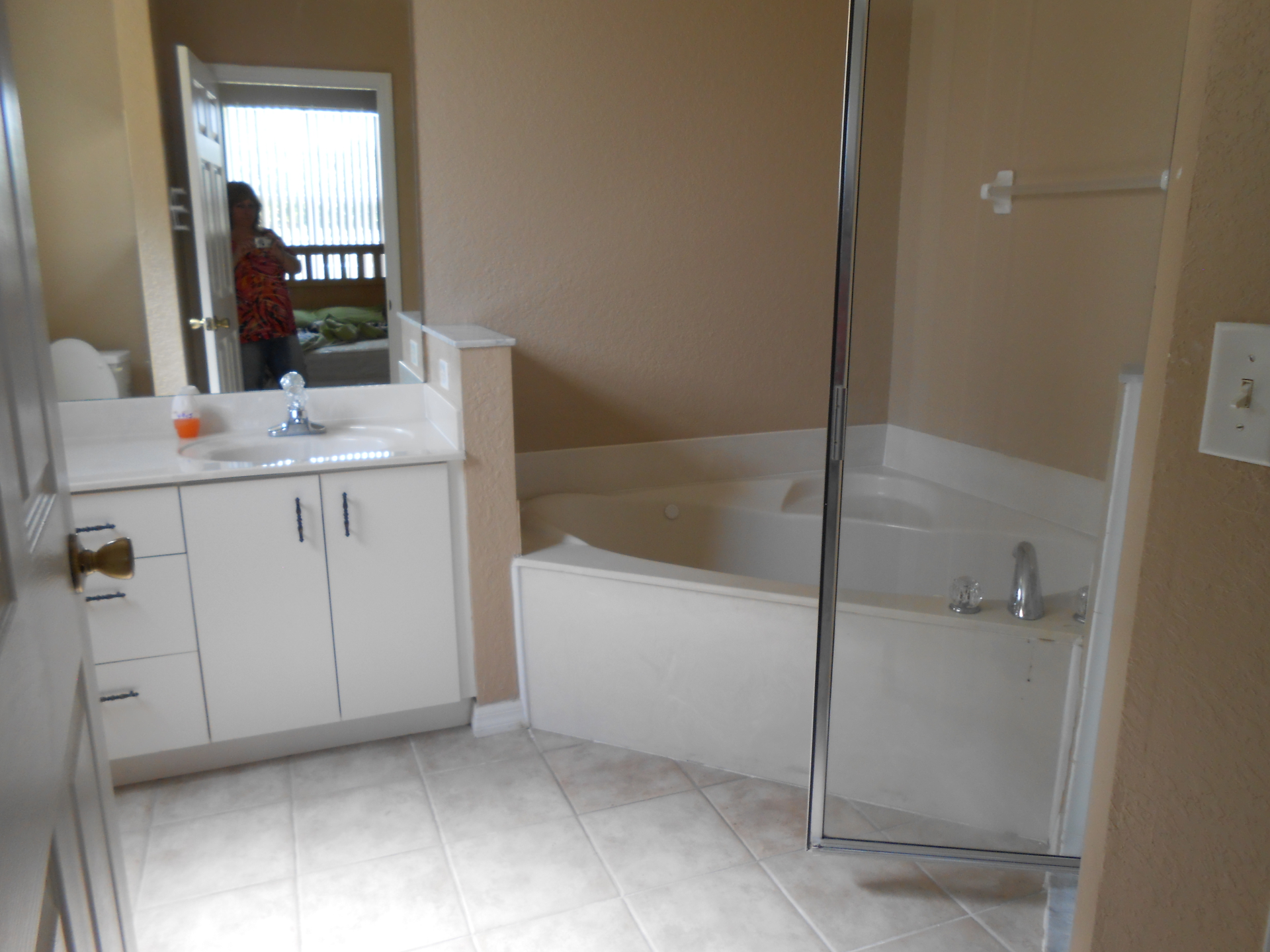 Master Ensuite Bath Jacuzzi Tub & Shower Stall