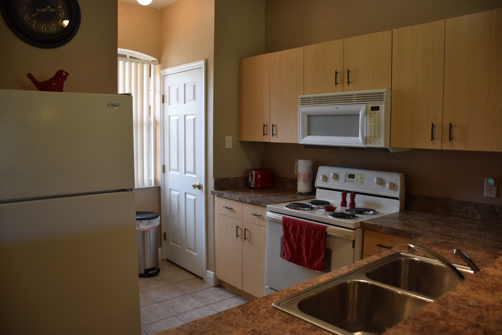 Kitchen w Fr/St/DW/Microwave