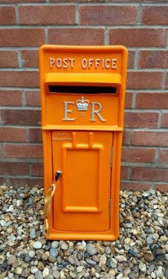 #orangepostbox #erpostbox #weddinghire #postboxhire #weddingpostbox #orangewedding
