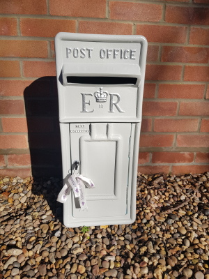 #wintergrey #greywedding #greypostbox #postboxhire #weddingpostbox