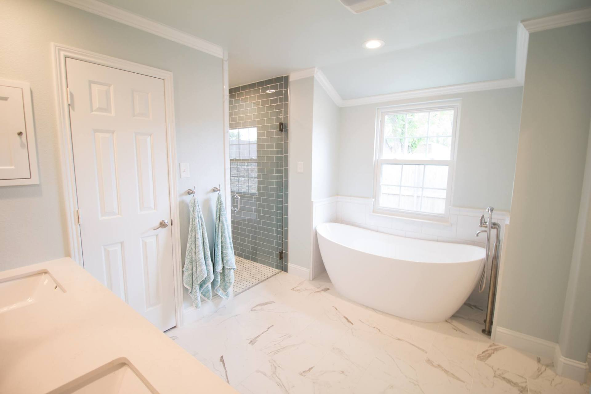 jarrell-signature-white-bathroom-remodel-color