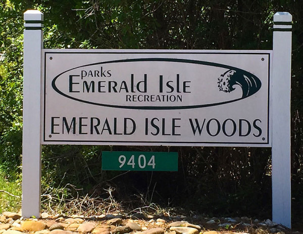 Emerald Isle Woods Park sign