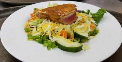 Salad with grilled tuna