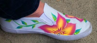 sparkle flower canvas shoe painting class