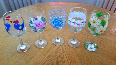 wine glasses, glass painting, painting wine glasses, learn to paint glass, yuba city artist, yuba sutter art, crafts, pallet signs.