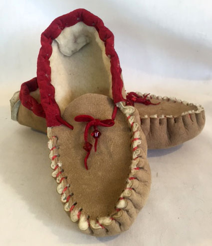 wool slippers, red wool slippers, red wool loafers, red wool moccasins, wool moccasins with red accents