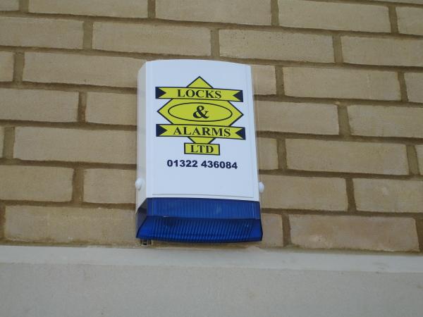 Live bell housing