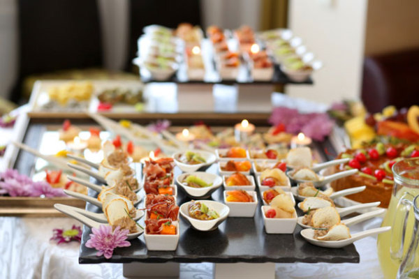 What food service style is best for your wedding?