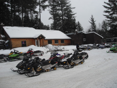 snowmobile group picture