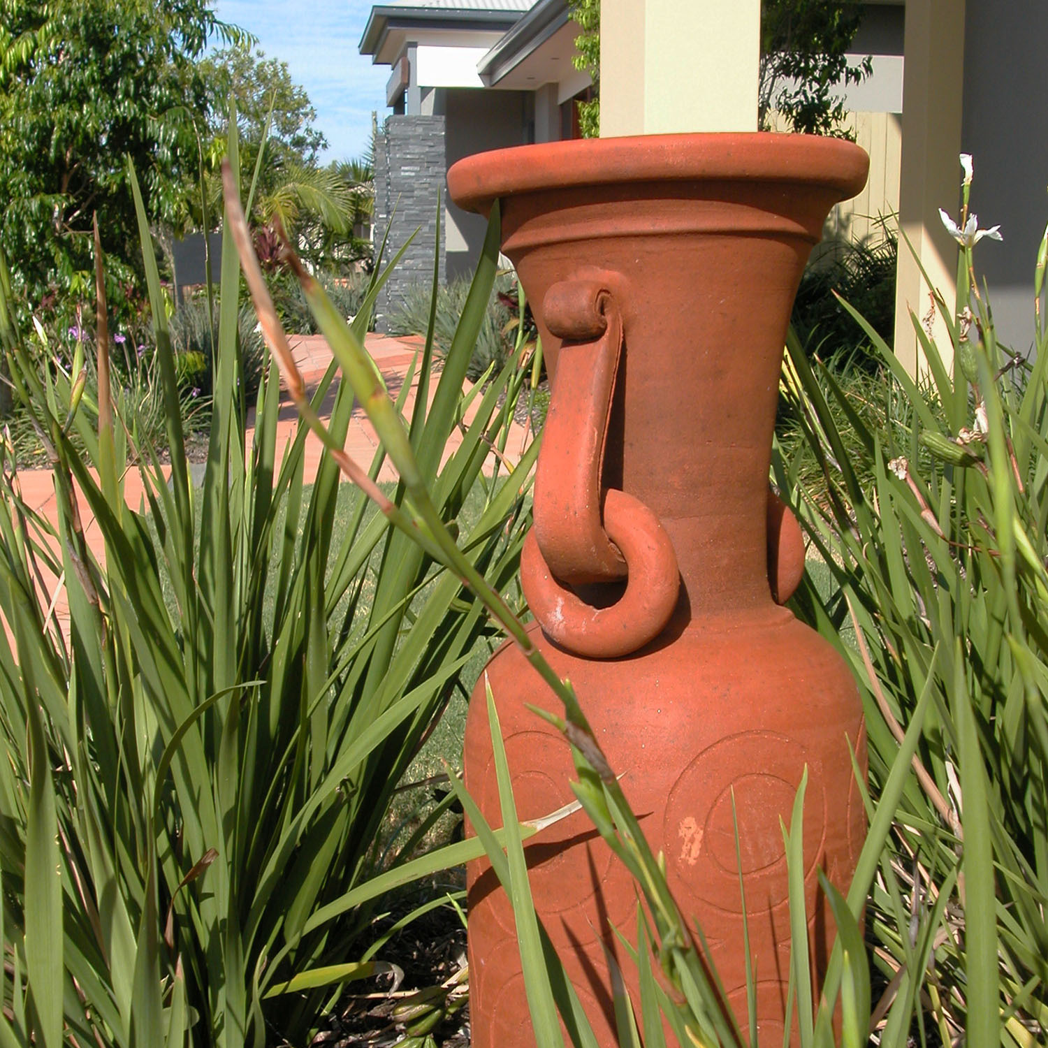 Lange Design - Urn On Gravel