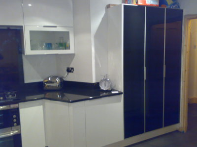 Complete modern kitchen with Granite worktops and splash back