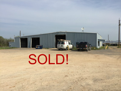 10,000SF on 8 Acres | Luling, TX