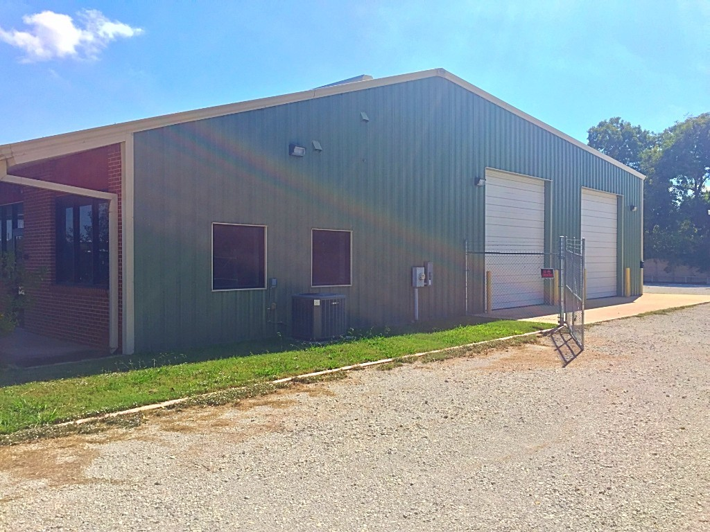 4,000 SF Shop/Office - Sublease - Gainesville, TX
