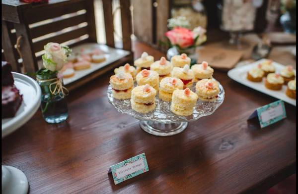 T--P-wedding-dessert-table-13