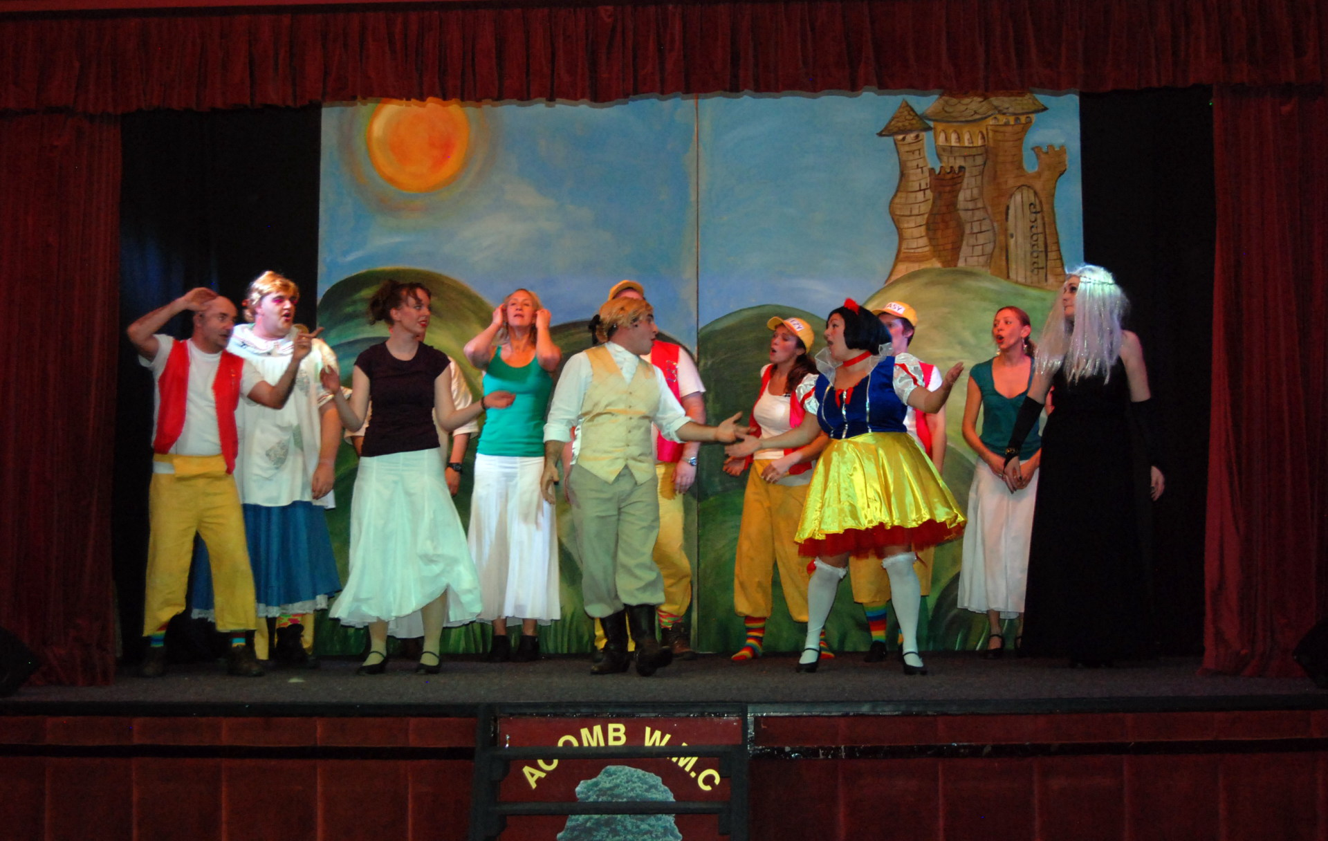The cast of Snow White and the 5 Aliments