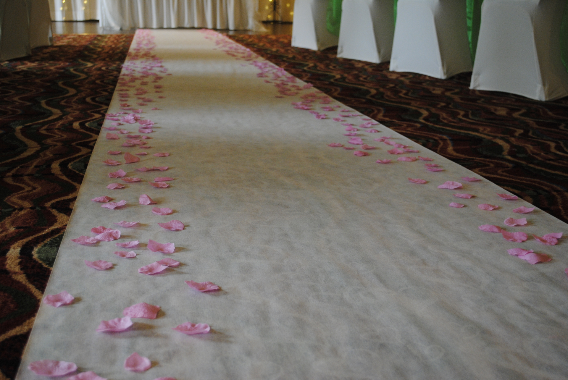 Scatter petals for aisle